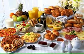 403203538-breakfast-buffet-cold-plate-scrambled-eggs-fruit-salad